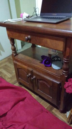 Hermosa mesa para TV de algarrobo como nueva