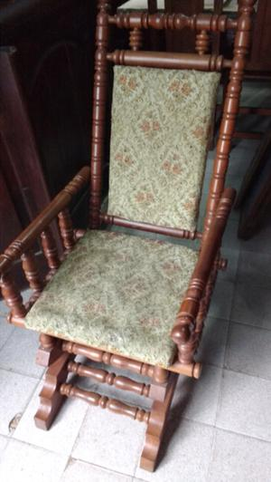 Silla mecedora estilo colonial en madera de Roble