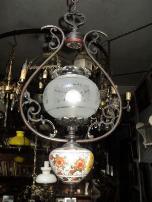 Antigua lámpara colgante quinque de bronce, porcelana y