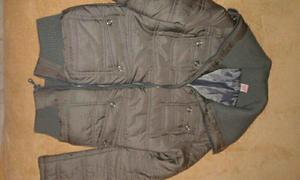 Campera gris con bolsillos y cierre