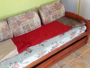 Sofá cama para 2 personas individuales. Práctico y en buen