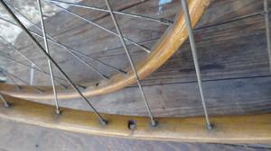 bicicleta antigua ruedas