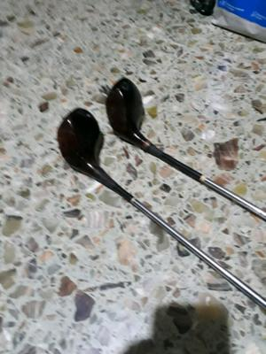 Vendo 2 palos de golf antiguos de Madera