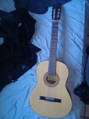 Guitarra Gracia modelo M7 con funda igual a nueva, escucho