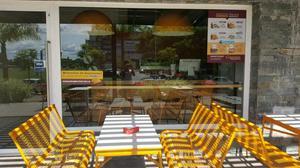 Juego de mesa y sillones de exterior