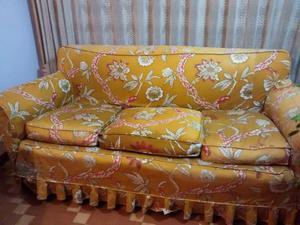 Sofa de 3 cuerpos antiguo usado con almohadones muy comodo y