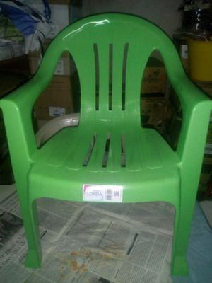 Vendo sillas y sillones mesitas nuevos para eventos