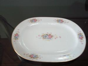 Juego de platos y fuentes de porcelana Tsuji. Impecable
