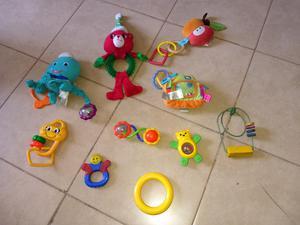Vendo lote de juguetes y mordillos para bebes
