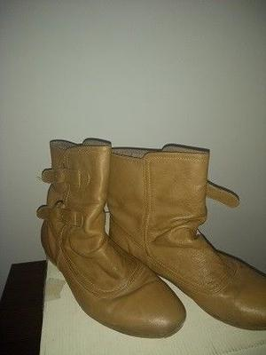 Botas de mujer- Talle 40.