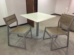 Combo de mesa y 2 sillas (aptas para bares y exterior)