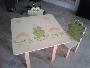 Juego de mesa y dos sillas para niños