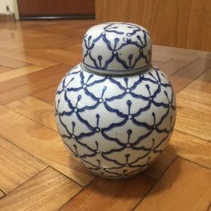Jarrón de cerámica con sello chino