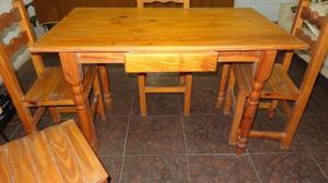 Mesa de madera maciza,con cajón y 4 sillas