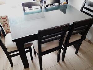 Mesa, sillas, rack de TV y mesa ratona de pino color wengue