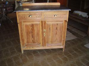 antiguo aparador de pinotea
