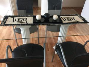 Mesa con vidrio y 4 sillas