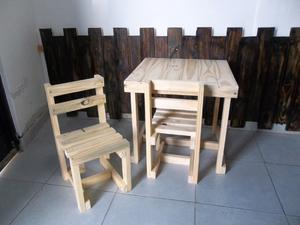 Mesita + dos sillitas para nińos
