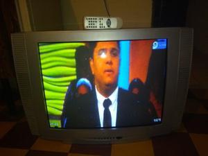 VENDO TV 29 MARCA CROWN FUNCIONA PERFECTO CONTROL REMOTO