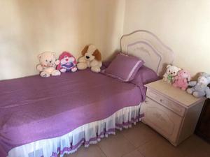 Se vende cama y mesa de luz