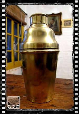 Antigua coctelera de bronce