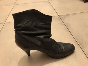 Botas grises de cuero