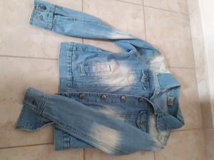 Campera de gabardina negra o campera de jeans talle 1