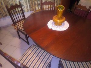 Mesa redonda y juego de sillas