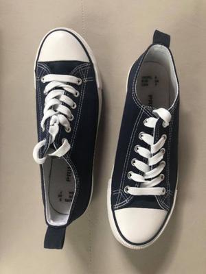 Zapatillas urbanas mujer. Color azul. Talle 7. Sin uso