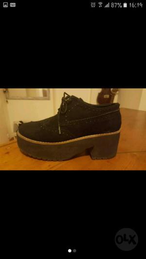 Zapatos símil gamuza negra. Talle 36