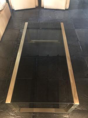 Mesa ratona de bronce y vidrio