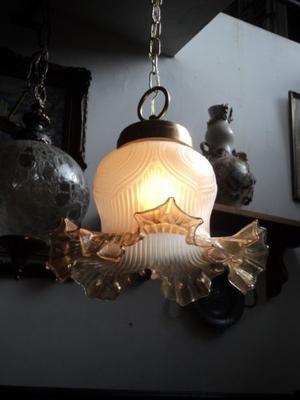 Antigua lámpara colgante capelina de bronce. Antigua