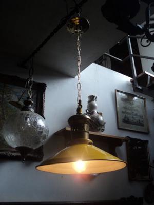 Decorativa lámpara colgante estilo galponera, bronce y