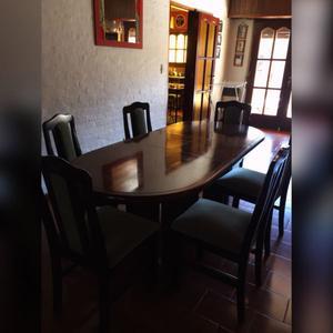 Mesa de cedro extensible con 6 sillas tapizadas