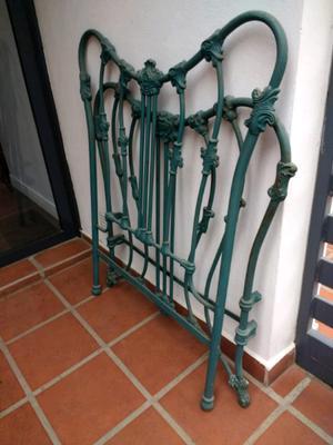 2 Respaldares antiguos de hierro con elastico metalico