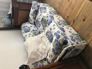 SILLON 2 CUERPOS.. se hace cama de 2 plazas. RECIEN TAPIZADO