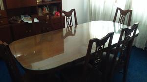 Excelente mesa con vidrio y sillas