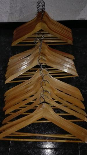 Perchas de madera x 10