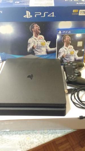 Vendo PS4 en excelente uso con un joystick y un juego!!!!