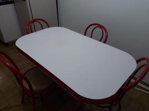 Mesa de cocinas con 4 sillas