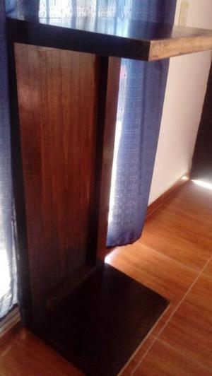 sillon azul y mesa ratona madera maciza