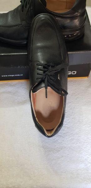 Zapatos de vestir Ringo, de cuero. * Super Cómodos *