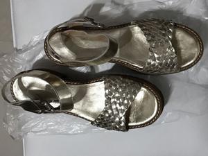Sandalias de cuero doradas número 40