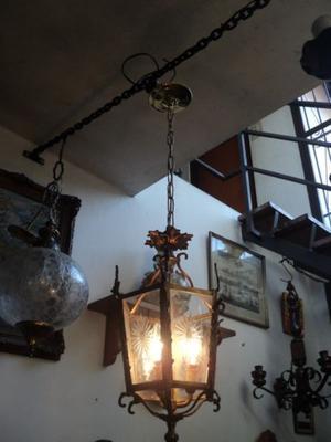 Antiguo farol de bronce. Antigua Saudade