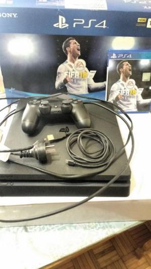 Vendo PS4 en excelente uso con un joystick y un juego!!!