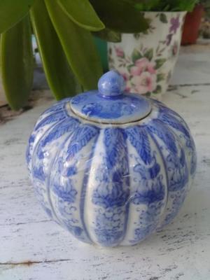 Azucarera de cerámica blanca y azul