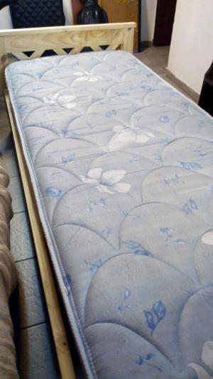 Cama de pino de una plaza + colchón
