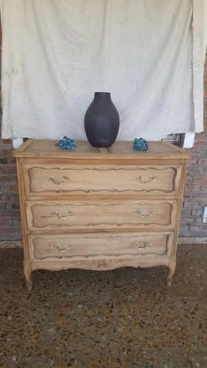 Fantástica cómoda, estilo provenzal en madera de roble