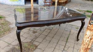 Antigua mesa de estilo en madera de cedro con protector de