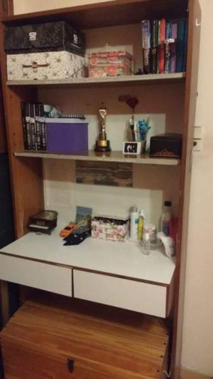 Estantería con escritorio dos estantes y dos cajones madera